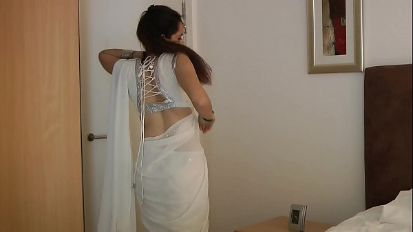 Indian College Girl Jasmine Mathur In White Indian Sari – Seducing
