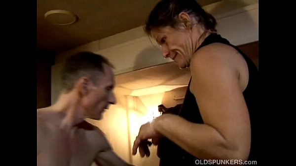 Skanky old spunker enjoys a sticky facial cumshot