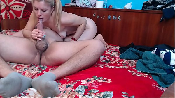 HiddenWebcam She secretly films her sister when she fucked with her brother and sucks her big dick and creampie in her mouth.