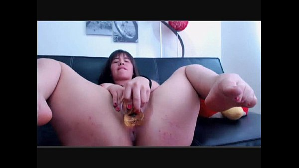Chubby college girl playing with her dildo on camfivestar.com