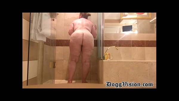 Shower and Jilling-Off for Lonely Cougar