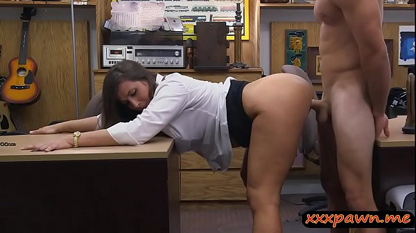 Big round ass woman nailed by pawn dude