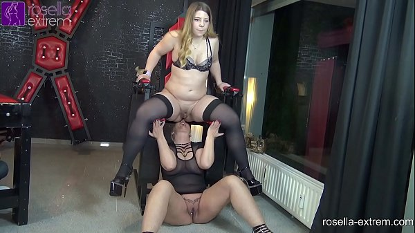 Kinky lesbo piss action with an Teen-Girl and a...