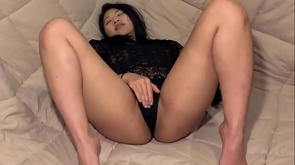 Sexy Asian babe Layla playing with her pussy