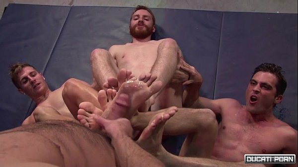 2018-12-25 13:21:37 - Male Foot Foursome With Muscle Studs 1 min 6 sec  http://www.neofic.com