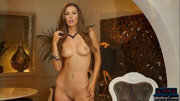 Insanely hot brunette MILF gets that hot body naked Thumb