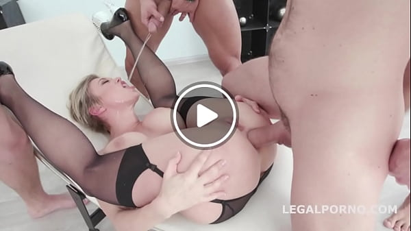Big butt blonde Dee Williams wetter than ever with four golden showers