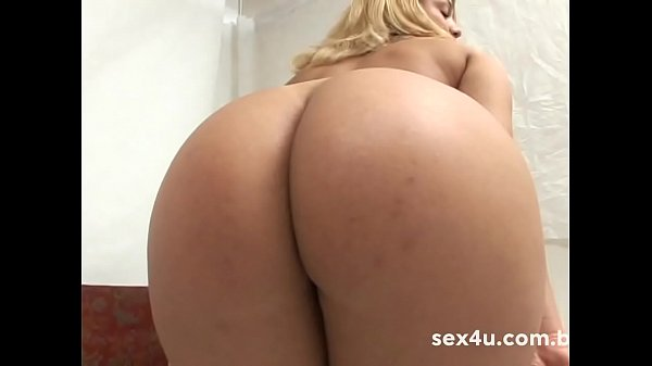 Teen does strip-tease for the stud Dhones and falls mouth in the cock. Diana Lins