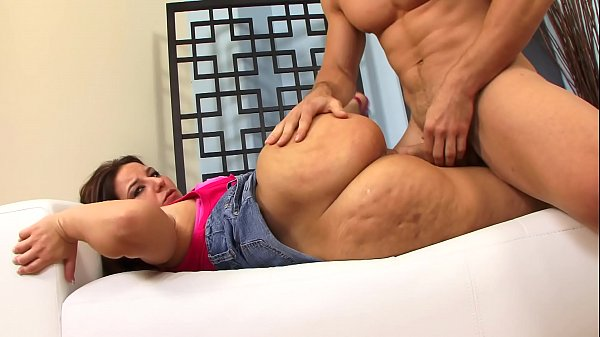 Guy removes hot brunette Lexxxi Lockhart's pink panties before licking and ramming her pussy Thumb