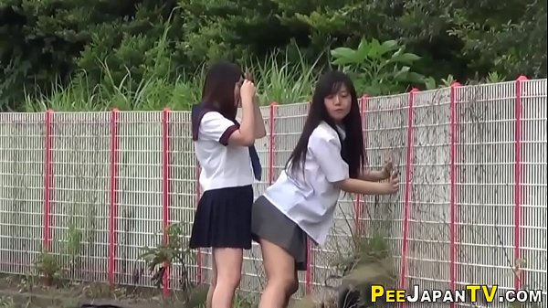 Japanese teen skanks pee