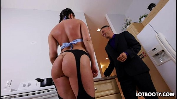 Hot thick ass brunette Brittany Shae takes an a...