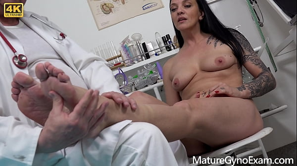 Horny MILF with beautiful pussy lips cumming hard in gyno chair