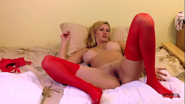 Webcam MILF In Red Stockings Squirting