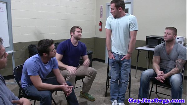 2018-12-25 12:37:37 - Groupsex hunks blowing on lucky guy 6 min  HD http://www.neofic.com