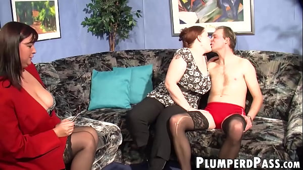 Plump redhead rides cock while MILF breastfeeds deviant