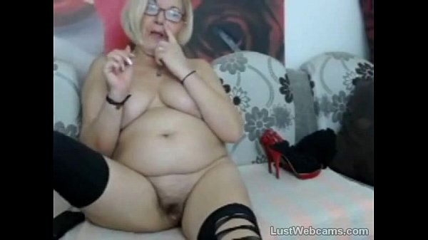 Blonde granny fingers herself on webcam Thumb