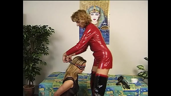 Hot wax on her back, submissive milf Thumb