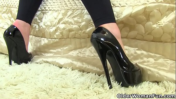 English milf Red put on her tight leggings specially for you Thumb