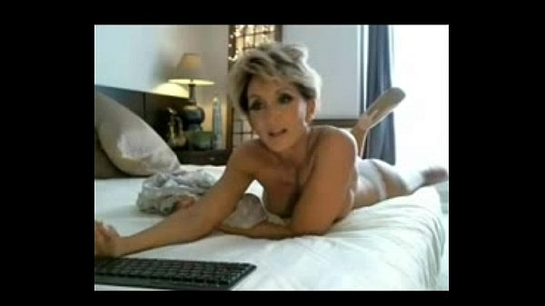 classy MILF showing her perfect body and playing with herself - hornymilfcams.eu