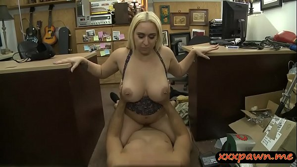 Big butt amateur pounded by pawn keeper