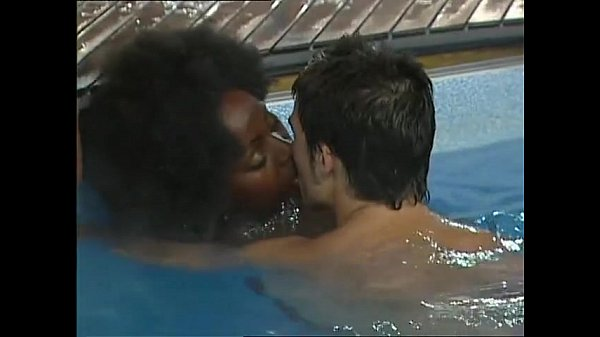 Makosi sex in pool video
