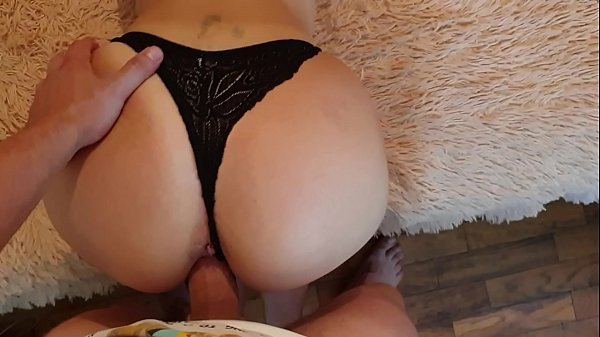 Fucked my roommate FeralBerryy with a juicy ass