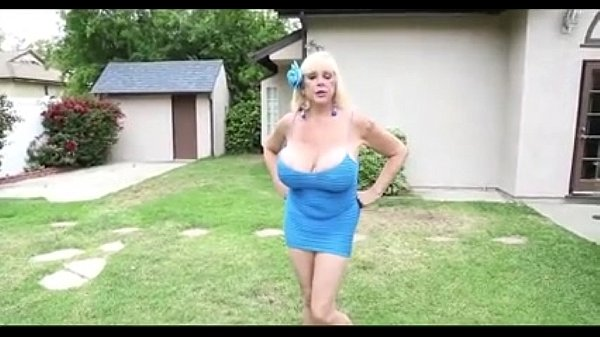 Guy wants to mow stepmom's lawn - tightpussycam...
