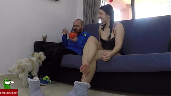 Masturbates while his partner is eating and they end up fucking IV016
