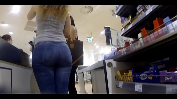 Phat Ass Curly Blonde in Tight Jeans