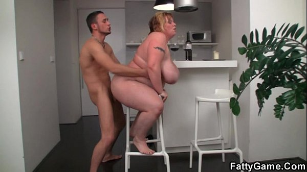 Plump chick seduces a guy with a GF