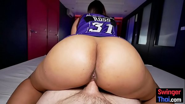 Big round ass on Thai amateur who likes giving massages