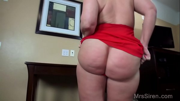 Thick MILF Squirts and Fists in Hotel Thumb