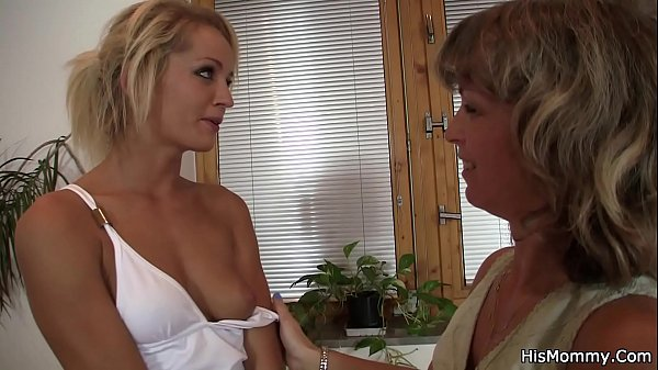 Tanned blondie and her bf's mom toying snatches Thumb