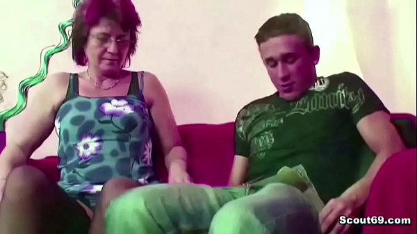 Guarda porno video Mamma aiuta