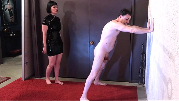 Ballbusting: Miss Snow Mercy destroys the balls of Andrea Diprè