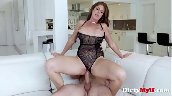 MILF Treats Him With Good Pussy After Office- I...