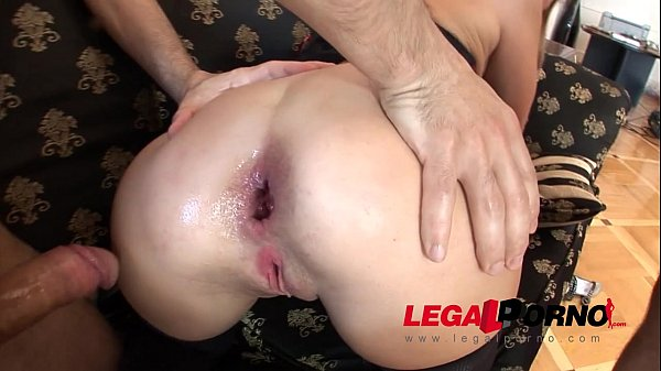 MILF slut Roxana assfucked & DP'ed NR099