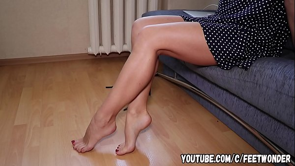 SEXY LONG LEGS DEMONSTRATION