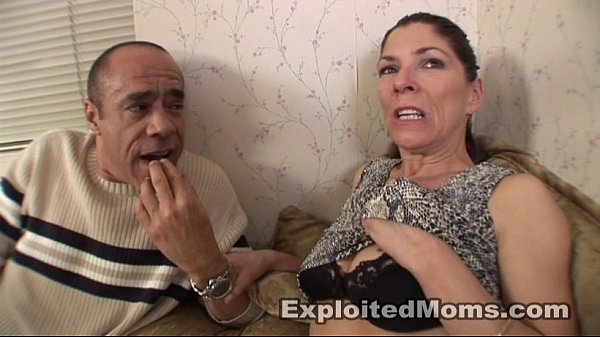 Amateur Mom does a Black Cock in her 1st Sex Milf Video