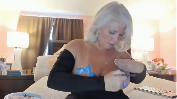 Curvy MILF Rosie: Body Painting Sexy CamShow Thumb