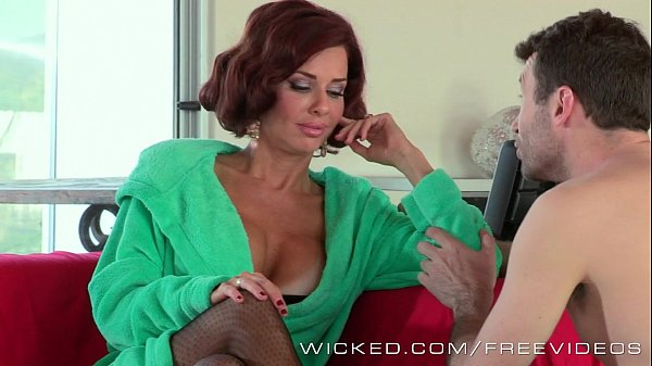 Veronica Avluv likes James Deens sales pitch