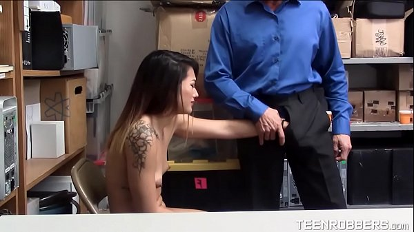 Beauty Thief Groping to a Guard - Teenrobbers.com Thumb