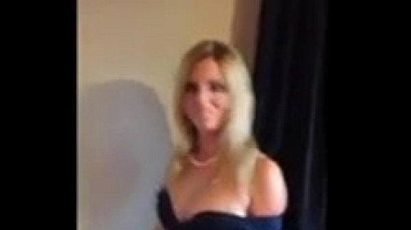 Amateur Quick Fuck With Stunning Milf
