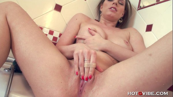 Naturally Busty Girl Fingers her Squirting Pussy