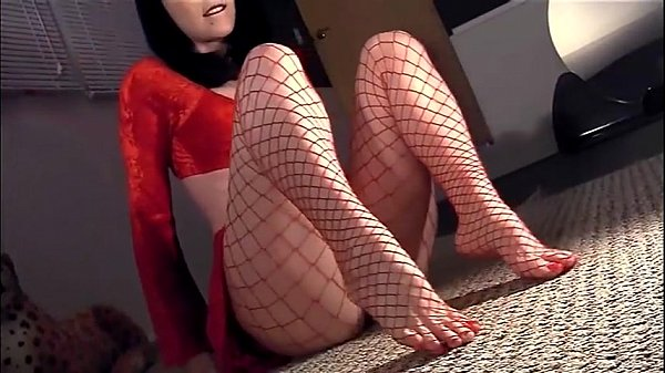 Masturbating in fencenet pantyhose with a heel