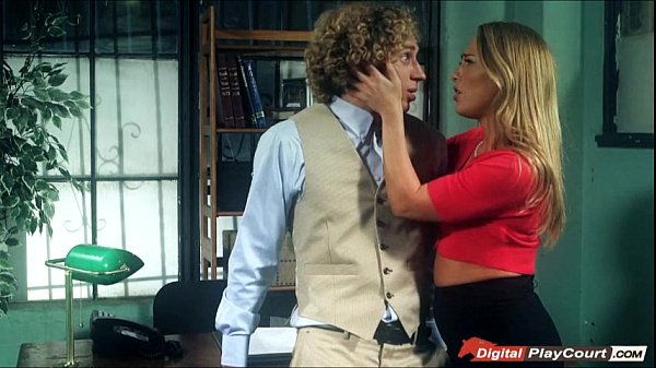 Secretary Cater Cruise gets banged by her boss on the table