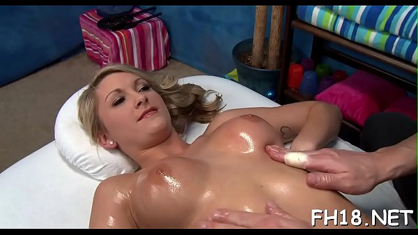 Sexy 18 year old chick gets fucked hard from behind by her massage therapist Thumb