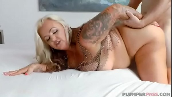 BIg Booty MILF Kendra Kox Gets Fucked In Public In Miami