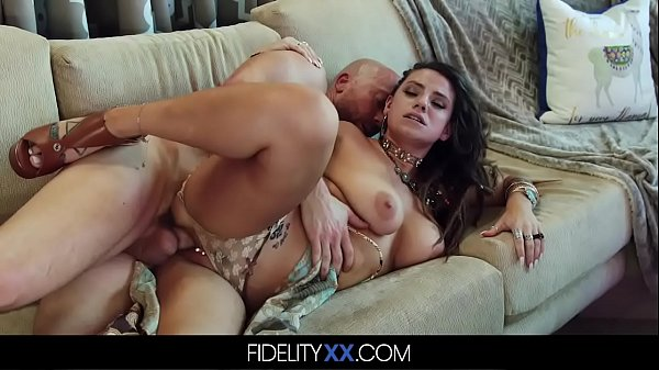 Curvy Big Natural Titty Babe Gets Pounded Gonzo Style