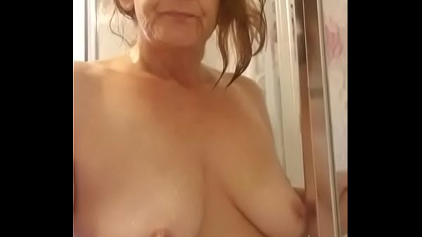 I'm in the bathroom and show my naked body